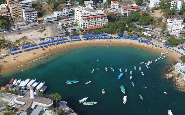 Hotel Acamar Beach, buena ubicación