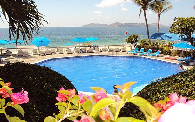 Hotel Acapulco Malibú, disfruta de su alberca al aire libre