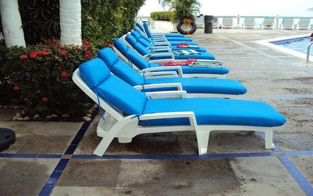 Hotel Acapulco Malibú, descansa en la comodidad de los camastros