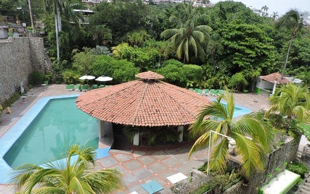 Hotel Acapulco Tortuga, su alberca cuenta con un chapoteadero