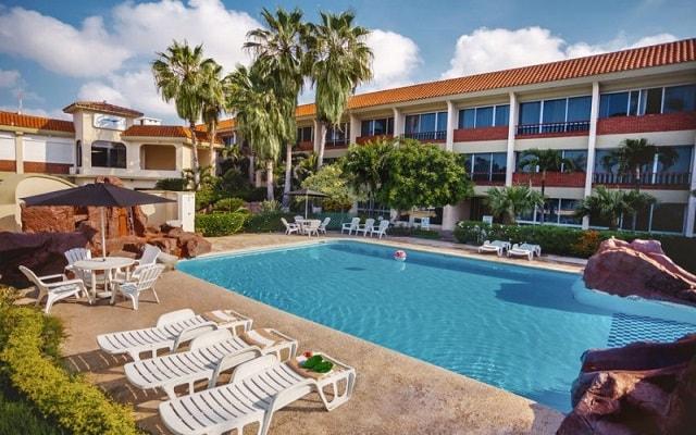 Hotel Aguamarina, disfruta de su alberca al aire libre