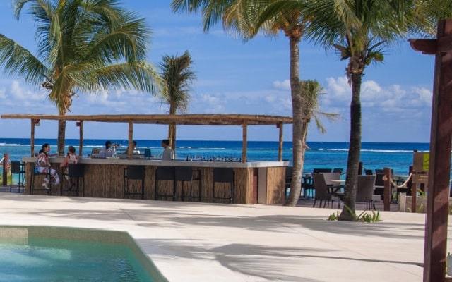 Hotel Akumal Bay Beach and Welness Resort, disfruta una copa en el bar