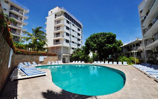 Hotel Alba Suites, disfruta de su alberca al aire libre