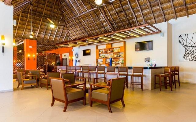 Hotel Allegro Cozumel, disfruta una copa en el bar