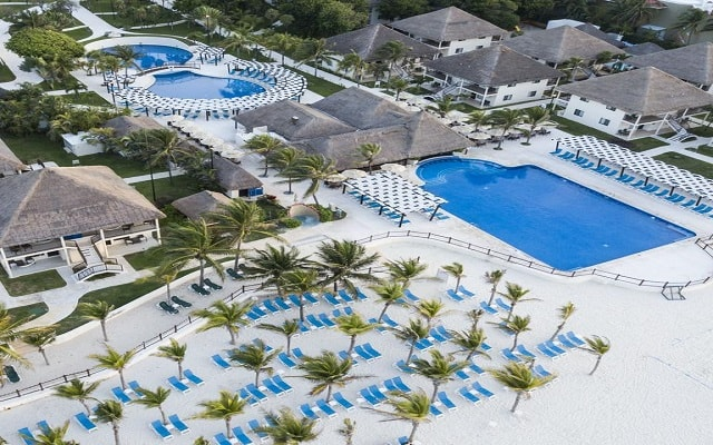 Hotel Allegro Playacar, disfruta de sus albercas al aire libre