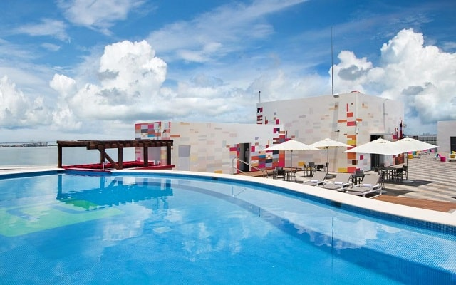 Hotel Aloft Cancún, disfruta de su alberca al aire libre