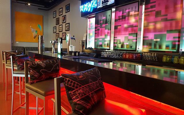 Hotel Aloft Cancún, bar WXYZ te invita a probar su coctelería