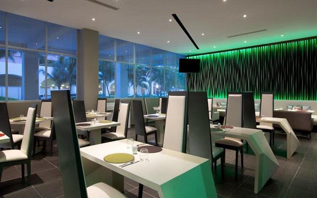 Hotel Aloft Cancún, dispone de una oferta gastronómica internacional