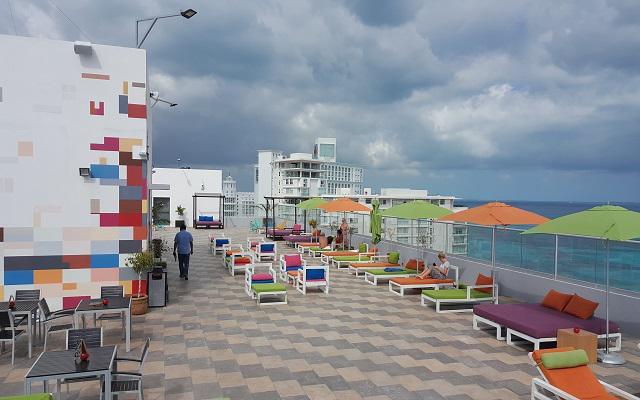 Hotel Aloft Cancún, relájate en su terraza con vista al Mar Caribe