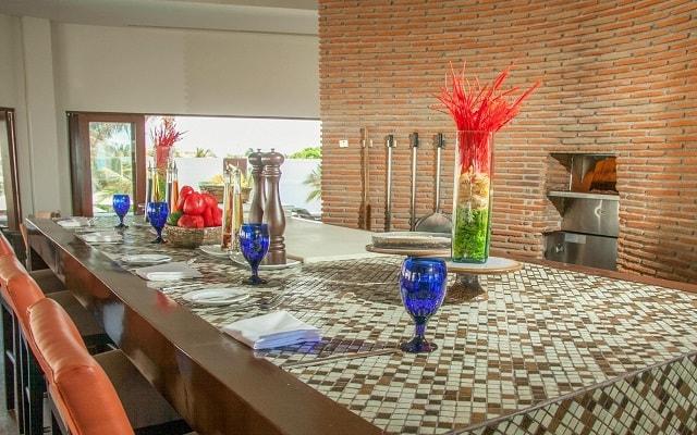 Hotel Altitude by Krystal Grand Punta Cancun-All Inclusive, disfruta una copa en ambientes llenos de confort