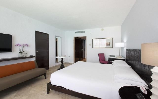 Hotel Altitude by Krystal Grand Punta Cancun-All Inclusive, amplias y luminosas habitaciones