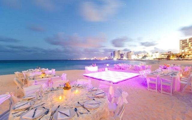 Hotel Altitude by Krystal Grand Punta Cancun-All Inclusive, tu celebración como la imaginaste
