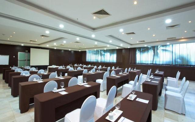Hotel Altitude by Krystal Grand Punta Cancun-All Inclusive, salón de eventos