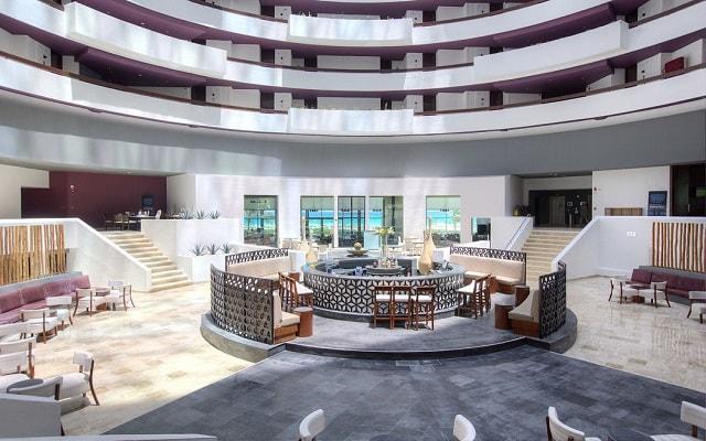 Hotel Altitude by Krystal Grand Punta Cancun-All Inclusive, disfruta una copa en el Lobby Bar