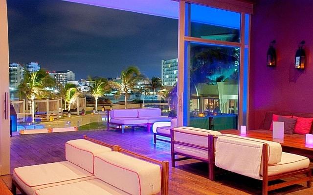 Hotel Altitude by Krystal Grand Punta Cancun-All Inclusive, exclusivo salón lounge