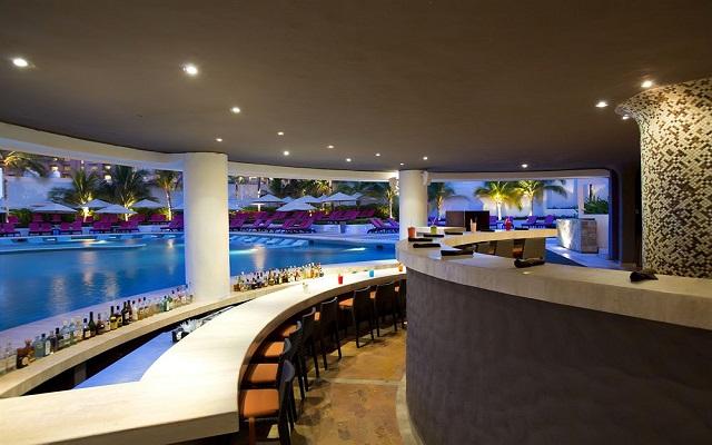 Hotel Altitude by Krystal Grand Punta Cancun-All Inclusive, Pool Bar
