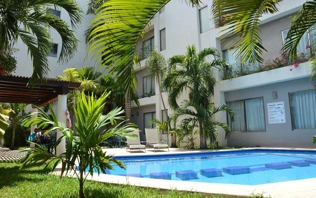 Hotel Ambiance Suites Cancún, disfruta de su alberca al aire libre
