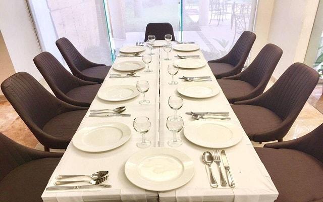Hotel Ambiance Suites Cancún, sala de reuniones
