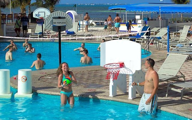 Alberca de hotel en Cancún