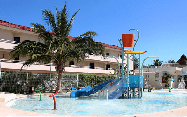 Hotel Aquamarina Beach Cancún, los pequeños también pueden divertirse