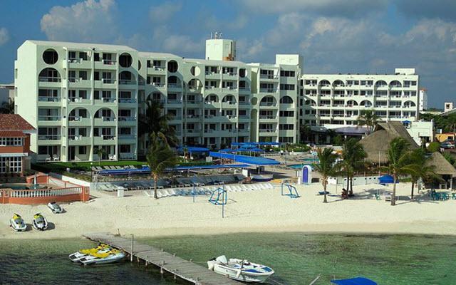 Hotel Aquamarina Beach Cancún, cuenta con una playa ideal para niños