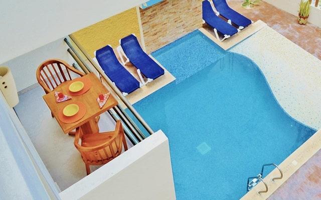 Hotel Arrecifes Suites, disfruta de su alberca al aire libre