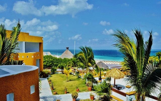 Hotel Arrecifes Suites, disfruta de su jardín