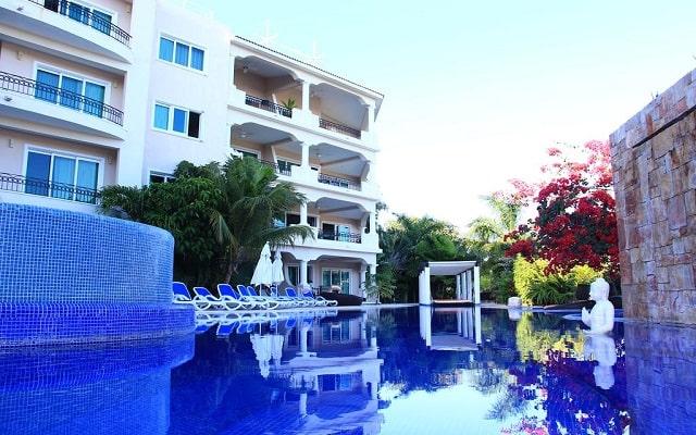 Hotel Aventuras Club Marina, disfruta de su alberca al aire libre
