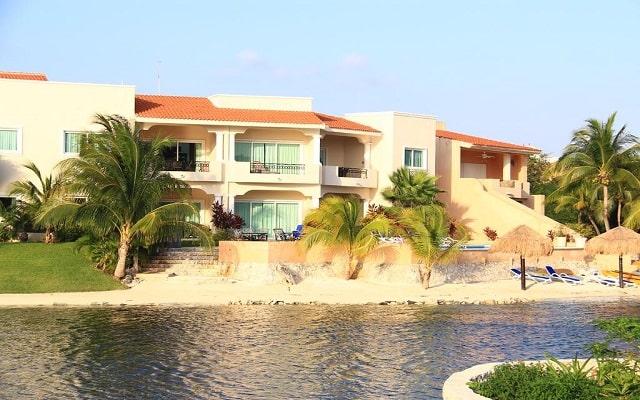 Hotel Aventuras Club Marina, acceso a la laguna