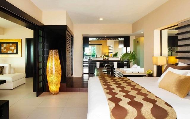 Hotel Azul Beach Resort The Fives Playa del Carmen, habitaciones con jacuzzi en su interior