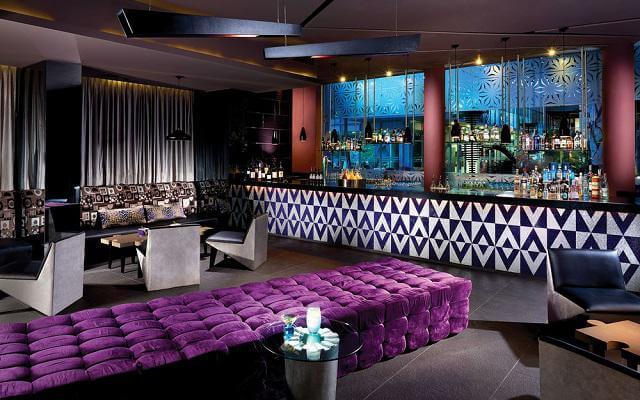 Hotel Azul Beach Resort The Fives Playa del Carmen, disfruta una copa en el bar