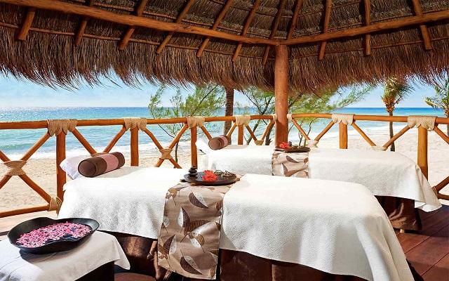 Hotel Azul Beach Resort The Fives Playa del Carmen, permite que te consientan con un masaje