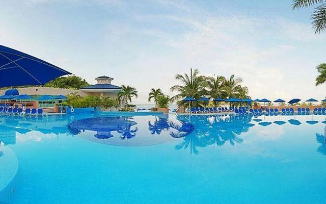 Hotel Azul Ixtapa All Inclusive Beach Resort, disfruta de su alberca al aire libre