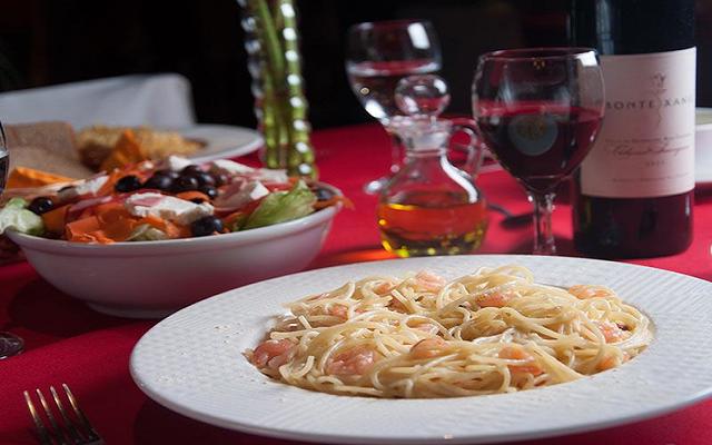 Disfruta de sus deliciosas pastas en compañía de un buen vino