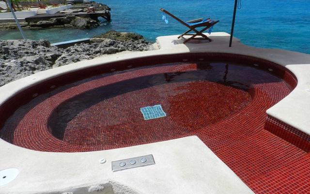 Hotel B Cozumel, jacuzzi al lado del mar
