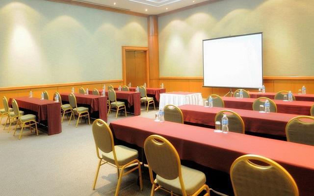 Además puedes organizar tus reuniones de negocios en la propiedad