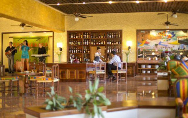 Hotel Barceló Huatulco Beach, disfruta una copa en el bar