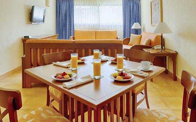 Hotel Barceló Maya Colonial, disfruta tus alimentos en la comodidad de tu habitación