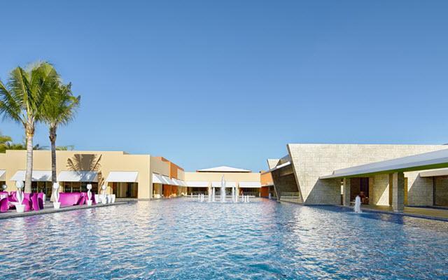 Hotel Barceló Maya Beach, disfruta de su alberca al aire libre