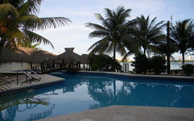 Hotel Beach House Imperial Laguna Cancún, disfruta de su alberca al aire libre