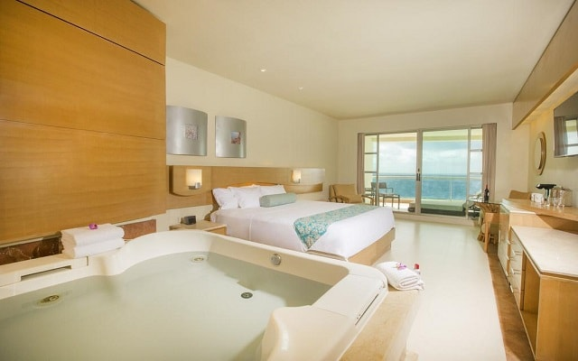 Hotel Beach Palace, amplias y luminosas habitaciones