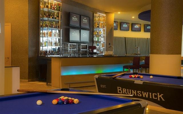 Hotel Beach Palace, diviértete en el Sport Bar