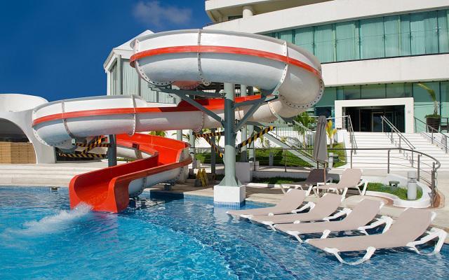 Hotel Beach Palace, alberca con tobogán