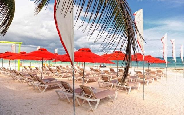 Hotel Bel Air Collection Resort & Spa Xpu-Ha Riviera Maya, camastros en el club de playa