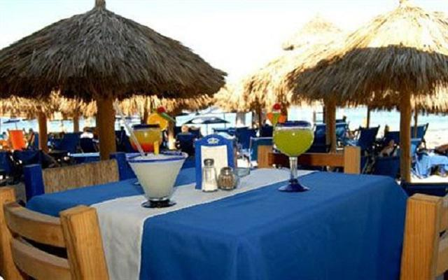 Hotel Blue Chairs Resort By The Sea, bar