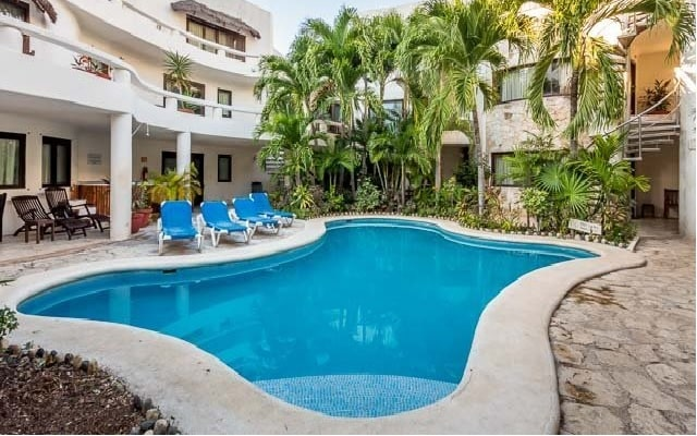 Hotel Blue Palms, disfruta de su alberca al aire libre