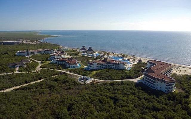 Hotel BlueBay Grand Esmeralda - All Inclusive, buena ubicación
