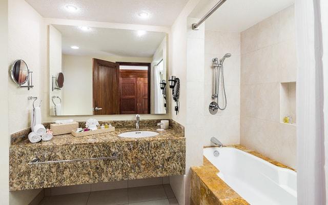 Hotel Blue Bay Grand Esmeralda, habitaciones cómodas y acogedoras
