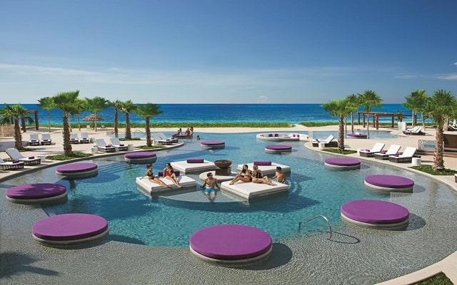 Hotel Breathless Riviera Cancún Resort and Spa, disfruta de su alberca al aire libre