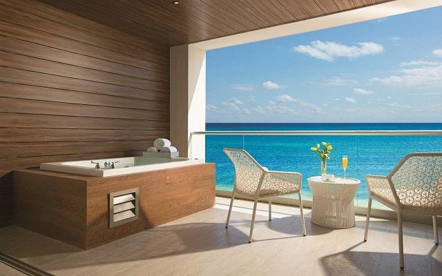 Hotel Breathless Riviera Cancún Resort and Spa, relájate en el jacuzzi